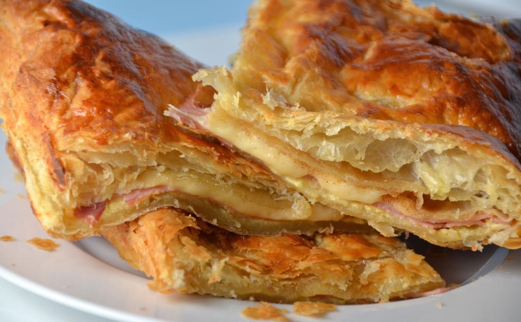 Слоеное тесто и ветчина рецепт с фото