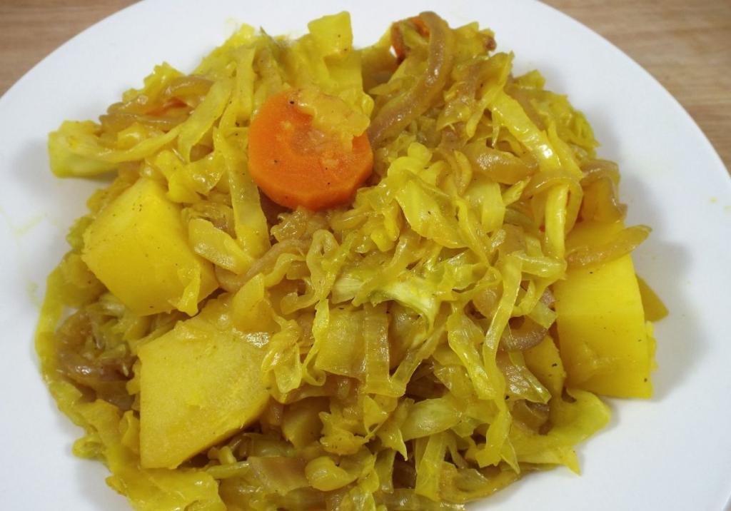 потушить капусту с картошкой в сковороде рецепт