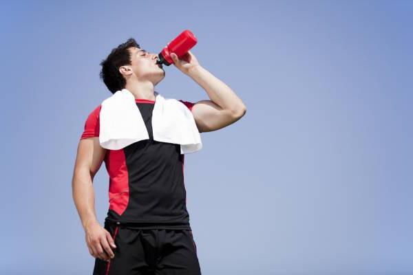 Что пить во время тренировки? Спортивные напитки