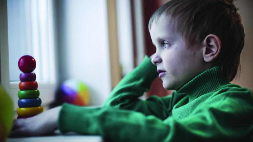 child with autism The m-chat-r/f is an autism screening tool designed to identify children 16 to 30 months of age who should receive a more thorough assessment for possible early signs of autism spectrum disorder (asd) or developmental delay.