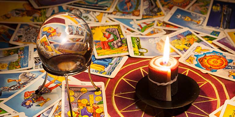 Fortune telling tarot on love and relationships