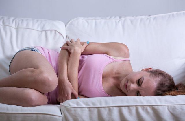Покалывание в матке перед месячными: причины. Розовые выделения перед месячными