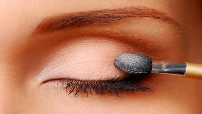 легкий дымчатый макияж глаз