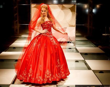 Видеть себя в красном платье сонник