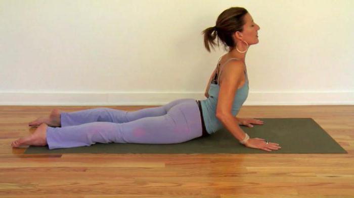 поза кобры в йоге правильно