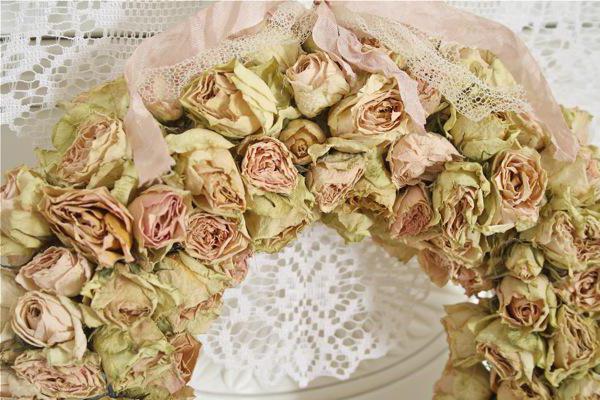 Какие цветы дарить на свадьбу молодоженам