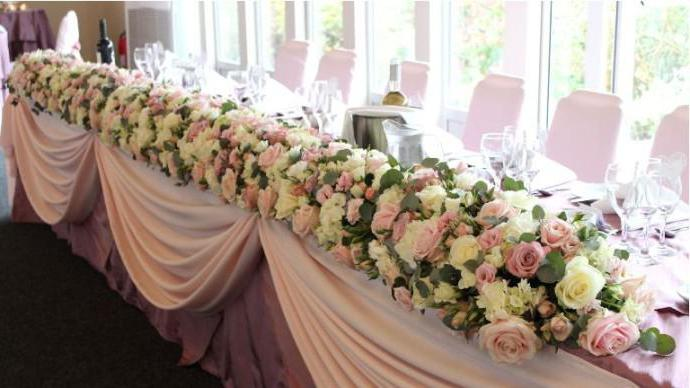Какие цветы дарить на свадьбу молодоженам? Букет из белых роз. Какие цветы нельзя дарить на свадьбу молодоженам