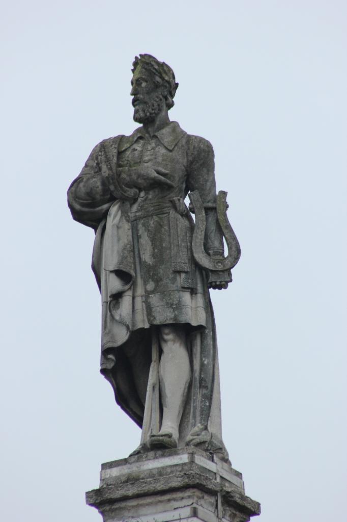 Памятник Лудовико Ариосто