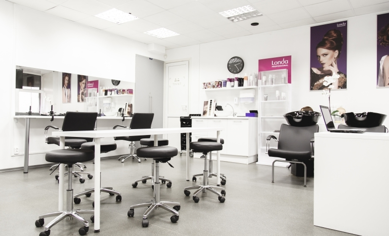 Classes at the beauty school