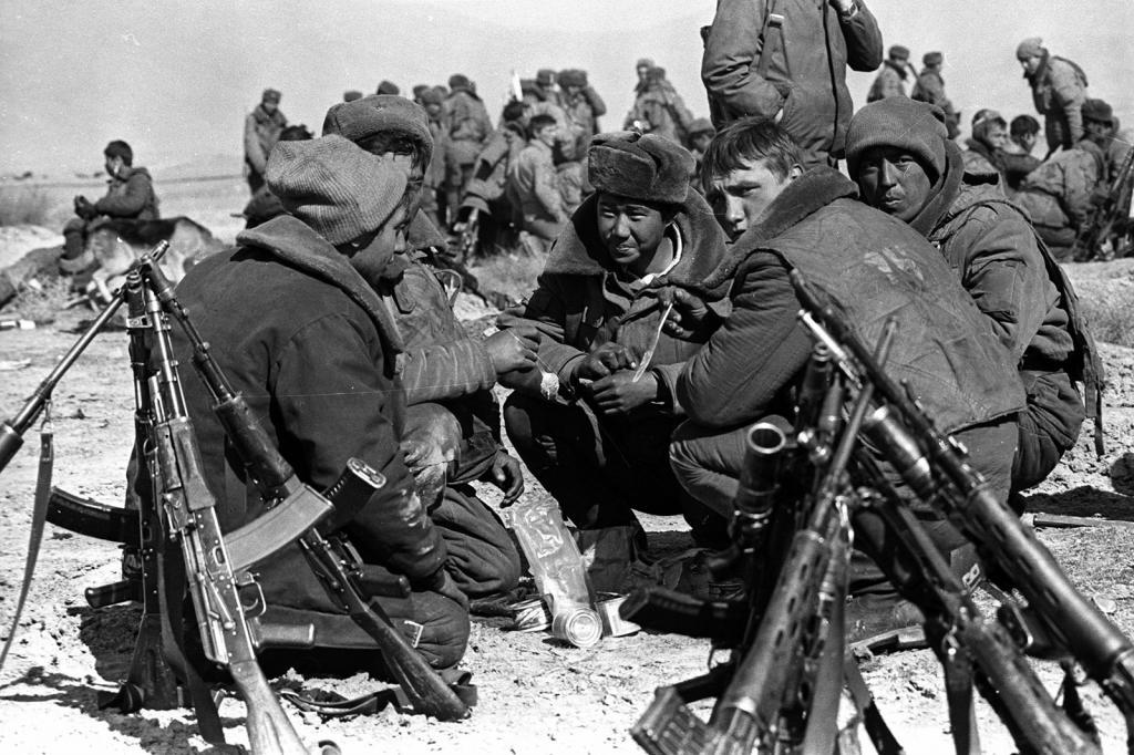 Советские солдаты в Афганистане: статистика, форма, фото