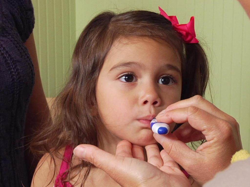 Можно ли ребенка при температуре обтирать водкой
