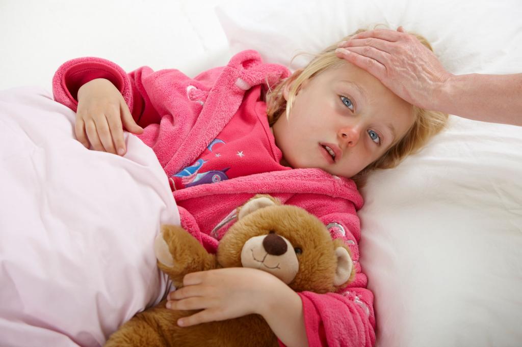 Как обтирать водкой при температуре ребенка до года
