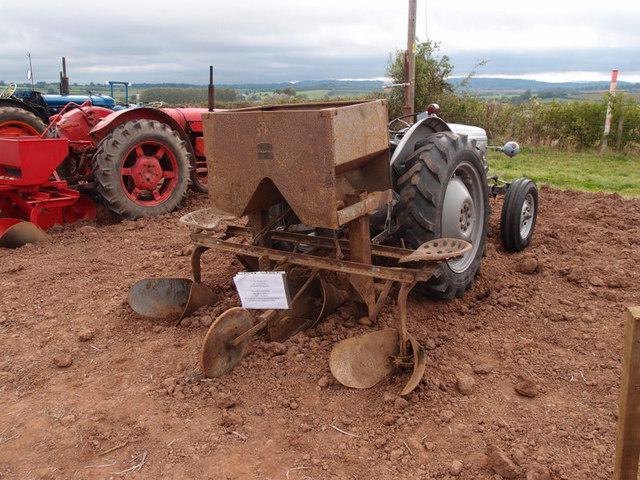 Приспособления для посадки картофеля мотоблоком своими руками