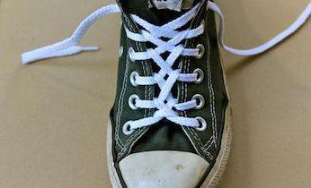 как красиво завязать шнурки на кроссовках и кедах