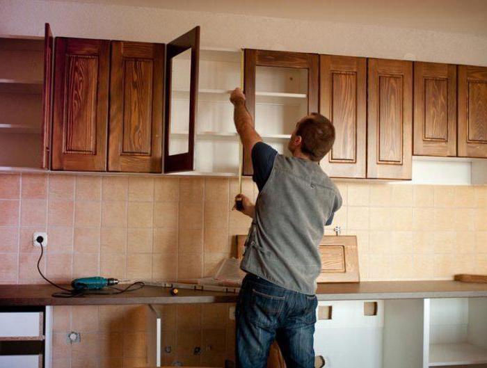Как повесить на стену кухонные шкафы