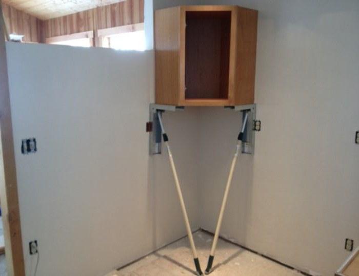 На какой саморез вешать кухонные шкафы