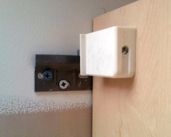 Повесить кухонный шкаф на стену из пеноблоков