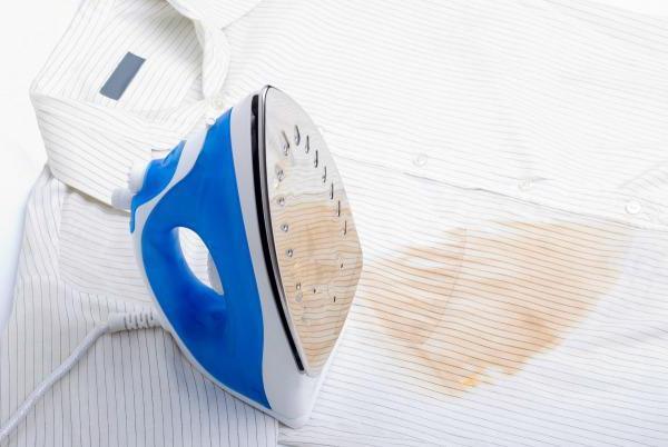 Как убрать след от утюга на одежде