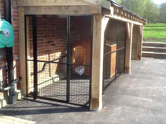 построить вольер для собаки с будкой
