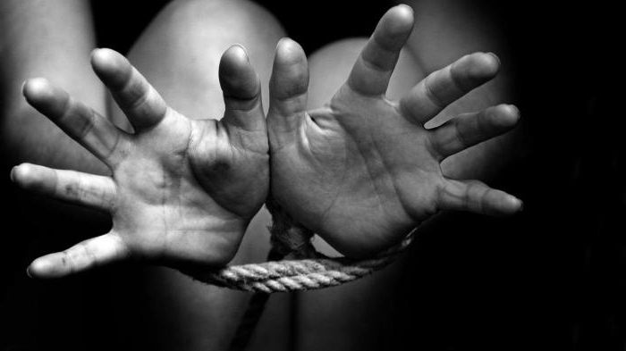 Отличие захвата заложника от похищения человека