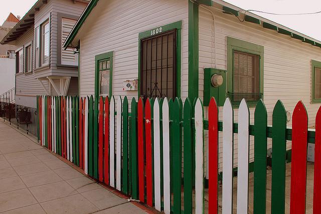 Правила постройки забора между соседями