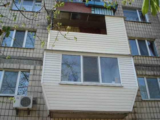 Как отделать пол балкона своими руками