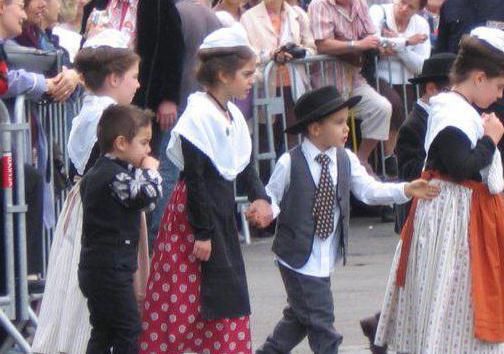 женский национальный костюм провинции овернь