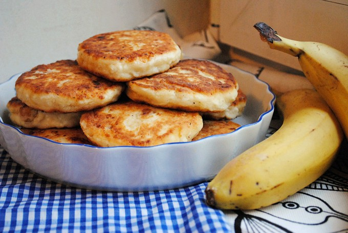 pancakes with bananas on kefir photo