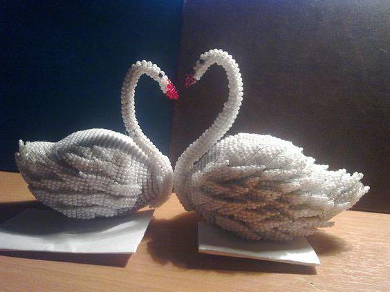 лебедь из бисера пошаговым фото