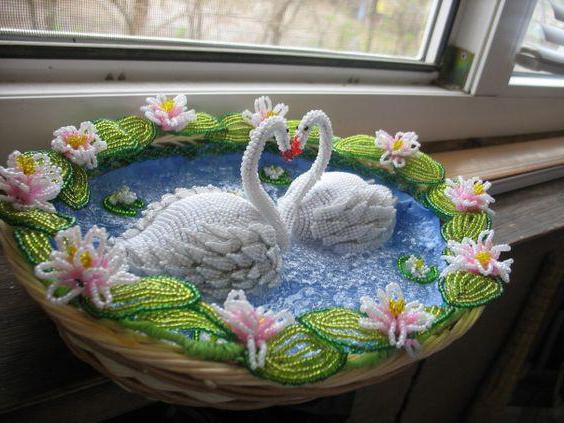 плетение лебедя из бисера