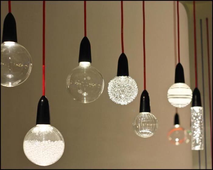 подвесные светильники над барной стойкой
