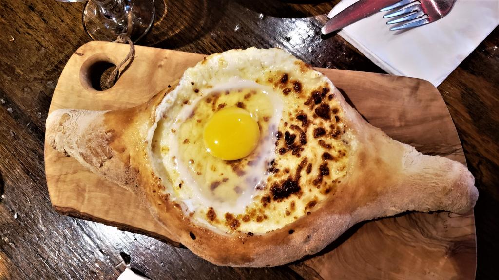 khachapuri boat with an egg