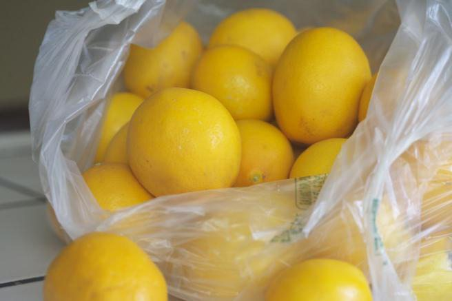 лимоны в банке с сахаром
