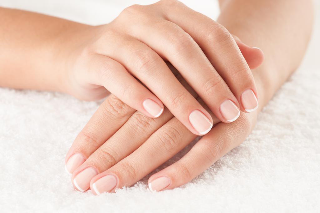 Лечебный маникюр: правила и средства для ухода за ногтями