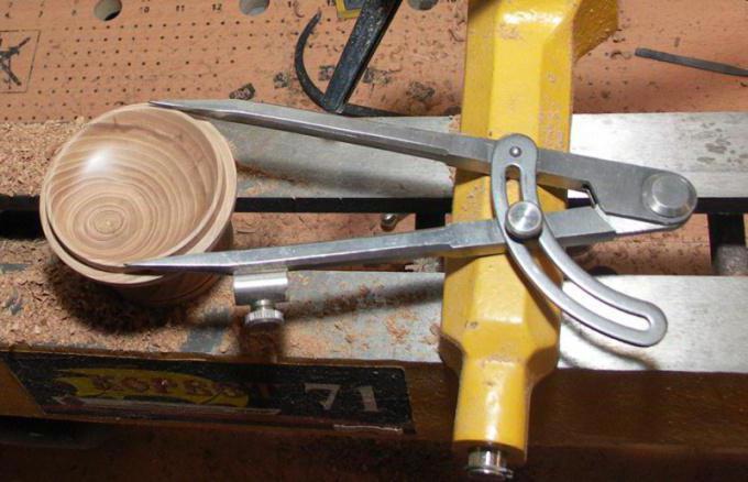 Устройство для обработки металла дерева