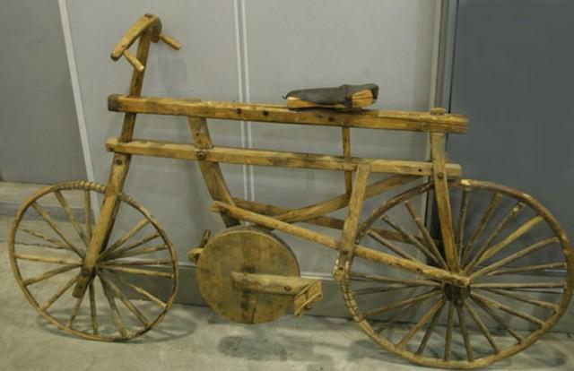 старинный деревянный велосипед