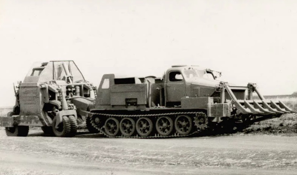 Артиллерийский тягач БАТ
