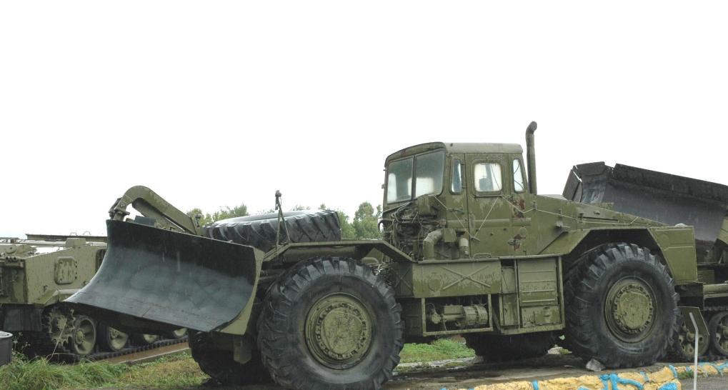 Колесный тягач МАЗ-538