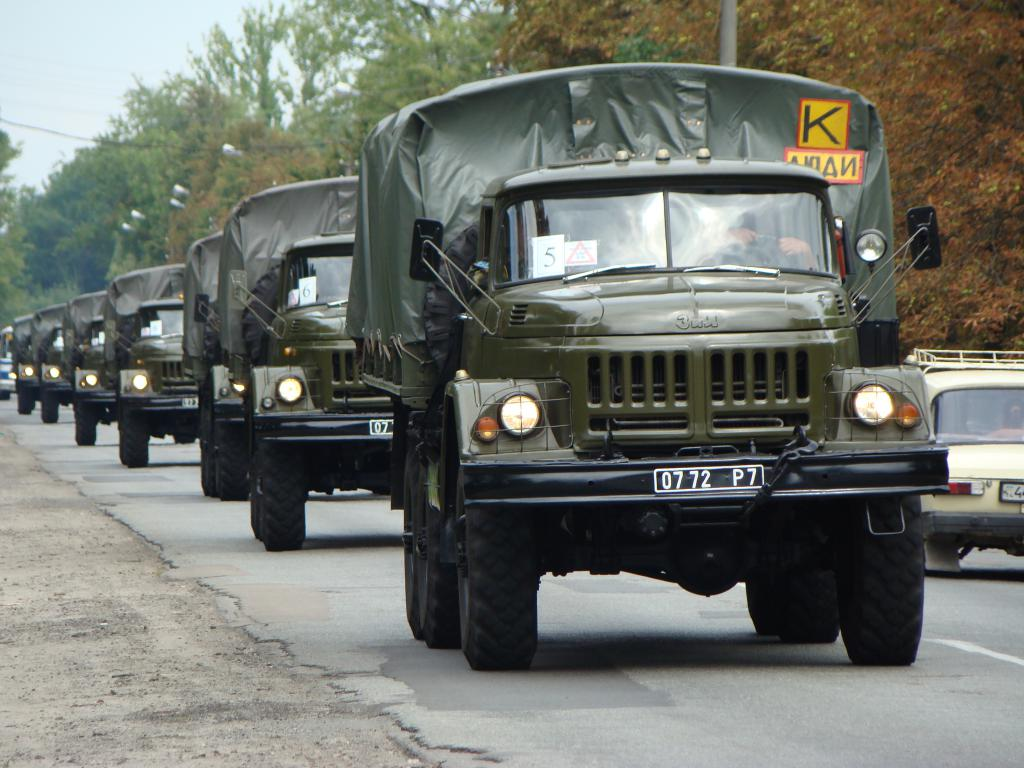 Военный грузовик ЗИЛ 131