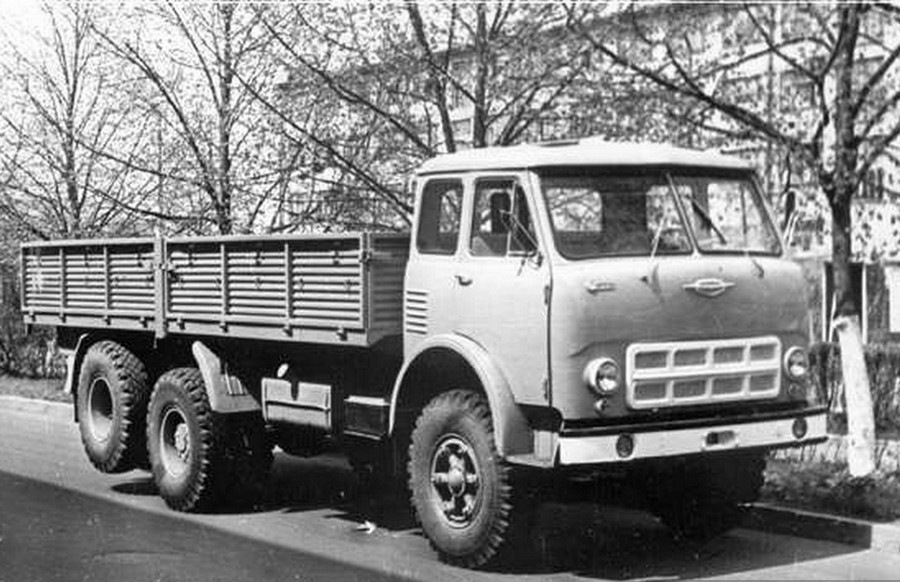 Фото грузового автомобиля МАЗ 516