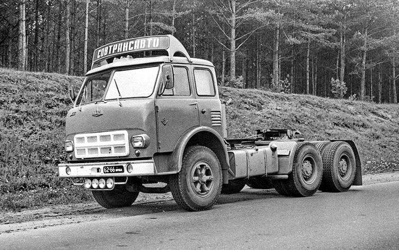 Советский автомобиль МАЗ 516