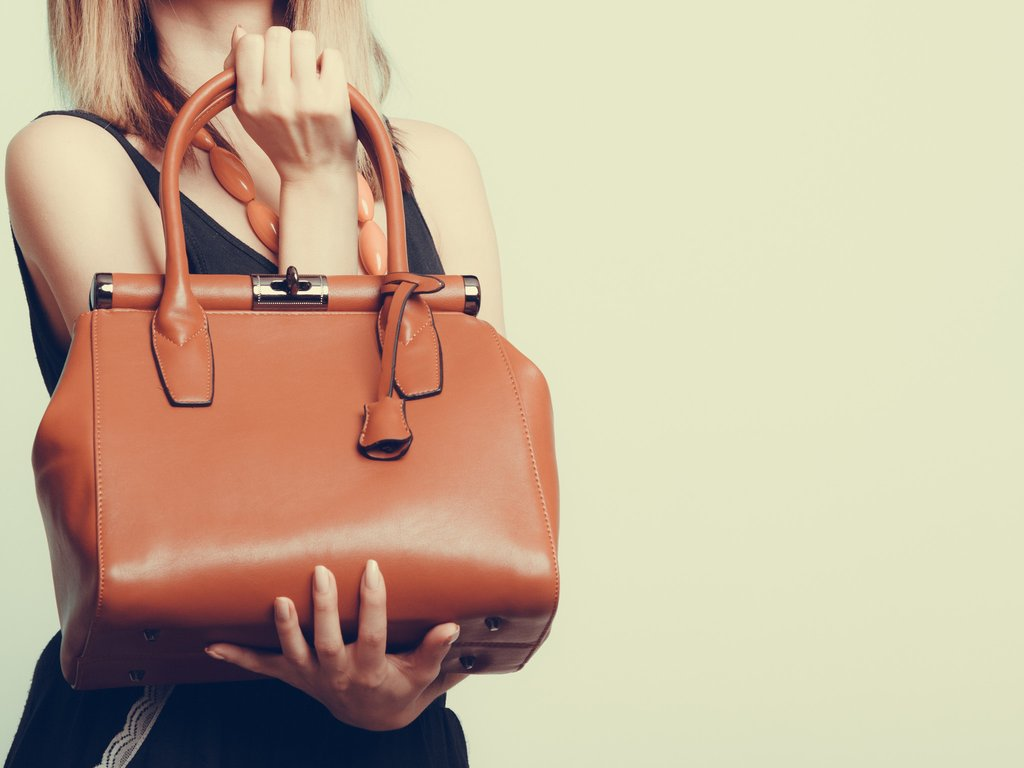 How to get rid of the smell of a leather bag