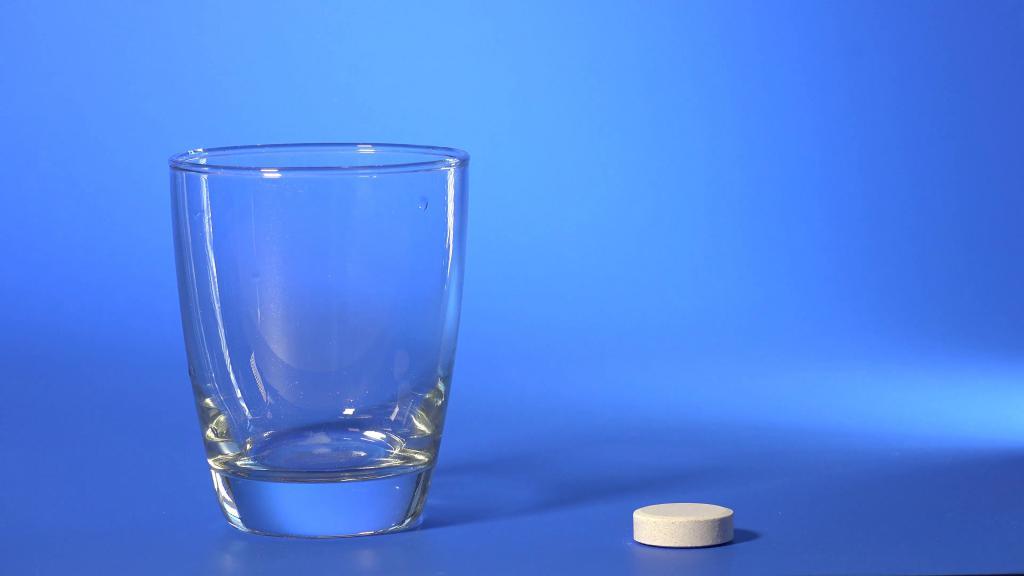Как вывести застарелые пятна крови: аспирин