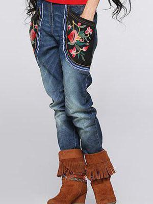 Стильная вышивка на джинсах