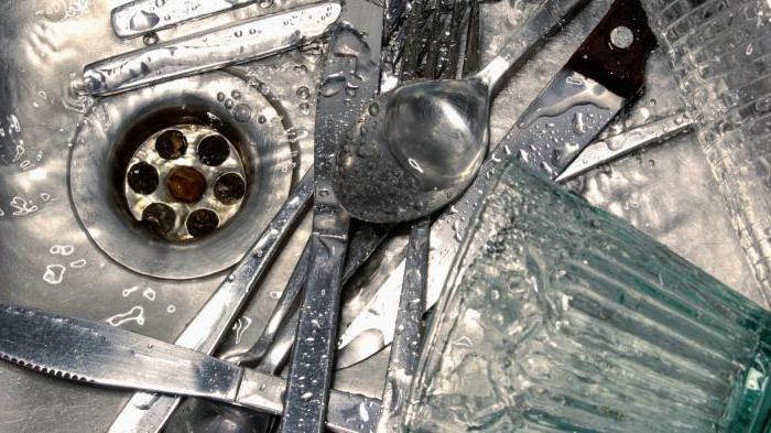 Почему из раковины пахнет канализацией
