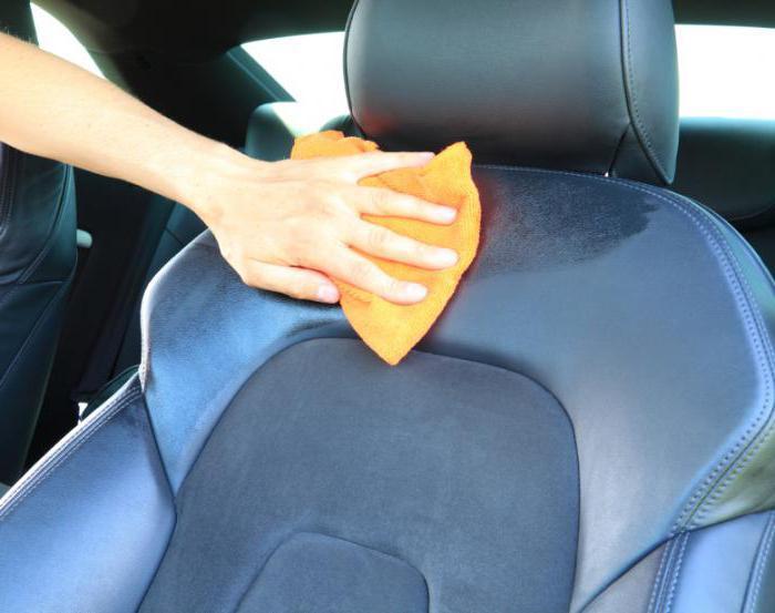 Чем почистить обивку автомобиля в домашних условиях