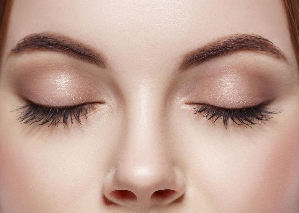 fluffy curled eyelashes