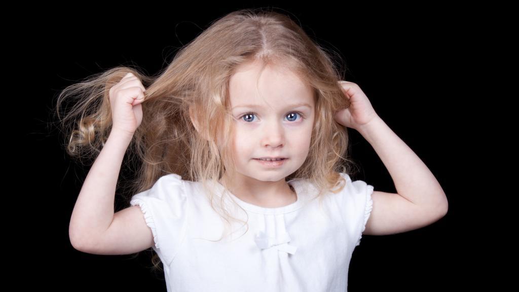 Почему выпадают волосы и что делать?
