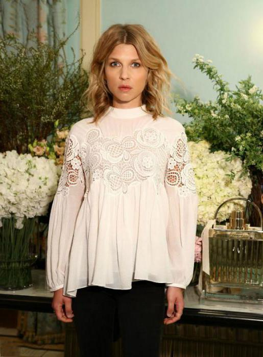Блузка с гипюровыми вставками