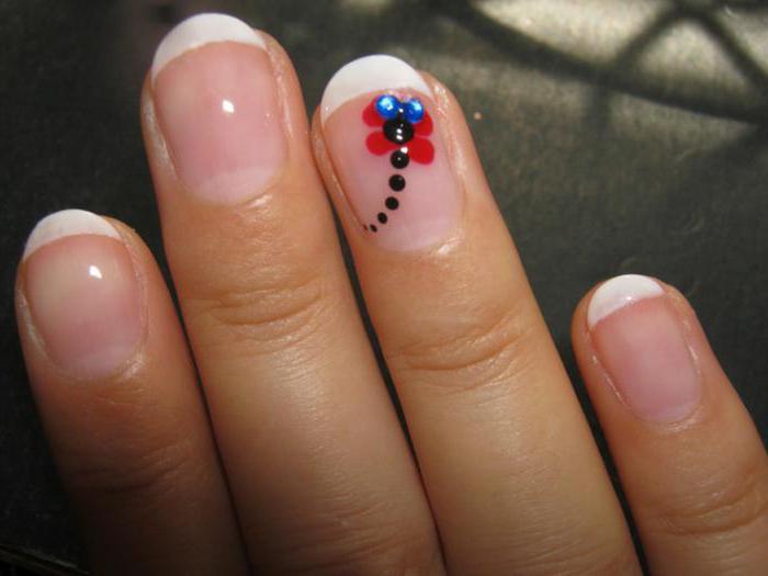 Нарисовать стрекозу на ногтях